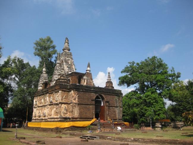 Wat Pho Tharam Maha Viharn or Wat Jed Yod ( Seven Spires Temple)