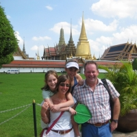 Family photo in front of the Grand Palace of Thailand Kingdom. www.chiangmaitourcenter.com