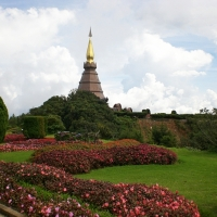 The Brown pagoda for the King of Thailand. www.chiangmaitourcenter.com
