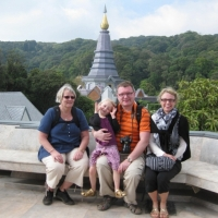 Group photo with the purple pagoda. www.chiangmaitourcenter.com