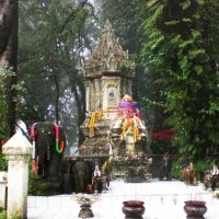 The stupa of King Inthawichayanont as the name of Doi Inthanont. www.chiangmaitourcenter.com